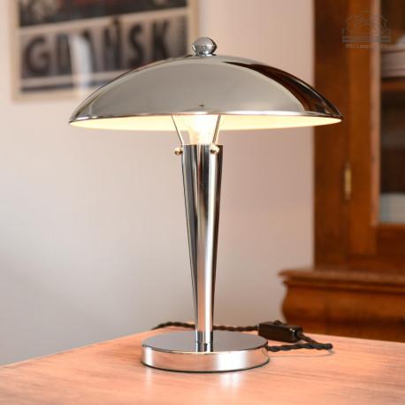 Chromowana lampa stołowa
