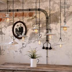 Zestaw białych lamp emaliowanych z lat 30-60'